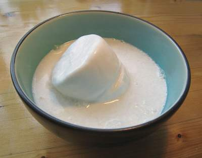 Coconut Milk: https://commons.wikimedia.org/wiki/File%3ACoconut_milk_melting.JPG
